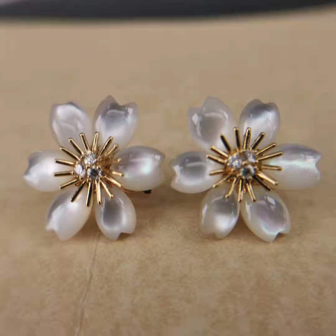 Fake Van Cleef Rose de Noël earrings
